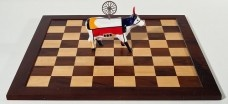 Nelson Leirner: Xeque-Mate (Touro Mondriand e Duchamp) <br />Beatriz Cunha