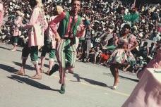 Hélio Oiticica desfilando com a Escola de Samba Estação Primeira de Mangueira, Rio de Janeiro, circa 1965-1966<br />Foto projeto Hélio Oiticica/autoria desconhecida