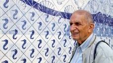 Roberto Segre diante de painel de Portinari, no Palácio Capanema<br />Foto Silvana Romano Santos