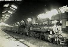 Expresso Ouro Verde, trem de viagem da Sorocabana, na estação Júlio Prestes, em São Paulo, SP [portal Unesp]