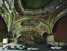 Detroit: ponto morto. Estacionamento no Michigan Theater<br />Foto Andrew Moore  [divulgação]