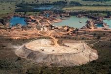 Cidade de Poconé, área de mineração industrial<br />Foto João Farkas