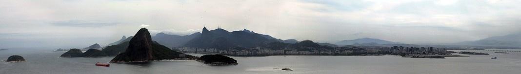 Fortaleza de Santa Cruz em Niterói, com Rio de Janeiro ao fundo. Foto Victor Hugo Mori