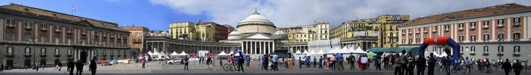 Piazza del Plebiscito, Nápoles. Foto Victor Hugo Mori