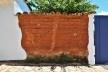 Muro de taipa de pilão retelhado e assentado sobre pedra, Tiradentes MG, 2014<br />Foto Elio Moroni Filho