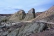 A erosão vai desnudando os solos e revelando suas camadas. Bosque Petrificado, Sarmiento, Estado de Chubut, Argentina<br />Foto Diana Souza