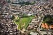 Expansão urbana e piscinão, São Paulo<br />Foto Nelson Kon