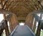 Puente peatonal cubierto, 45 m luz. Bogotá, Colombia. Estructura de caña guadua y bambú. Arq. Simón Vélez