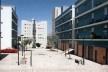 Conjunto habitacional Calhariz de Benfica. Travessa do Sargento Abílio, 91 unidades habitacionais. Prêmio INH 2002. Promoção: Câmara Municipal de Lisboa. Arquiteto coordenador: Paulo Tormenta Pinto