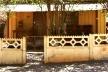 Ampliação do intervalo entre o espaço público e o privado: varanda voltada para rua como extensão da sala de estar em Iguaraçu/PR [Acervo das autoras, 2009]