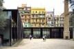 Biblioteca Sant Antoni – Joan Oliver, Centro de Idosos e Jardins Cándida Pérez, 2007, Barcelona, Espanha<br />Foto Hisao Suzuki