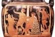 Cratera figurando Orestes abraçado ao ὀμφαλός no interior do Oráculo de Delphos, com Electra, Apolo e Ártemis, meados do séc. IV a.C. Terra cota, 90 cm (H)<br />Imagem divulgação  [Napoli, Museo Archeologico Nazionale]