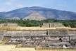 Teotihuacán, vestígios arqueológicos e pequena pirâmide do Templo de Quetzalcoatl (serpente emplumada), México<br />Foto Victor Hugo Mori