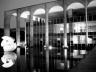 Meteoro de Bruno Giorgi, a transparência dos espaços internos durante a noite, a treliça e a varanda<br />Foto Eduardo Rossetti, 2008