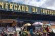 Entorno do Mercado da Podução, em Maceió, tomado por barracas de feirantes<br />Foto Juliana Michaello  [Acervo Grupo de Pesquisa Nordestanças]