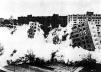 Explosão do Conjunto Residencial Pruit-Igoe, St. Louis, 1972. Arquiteto Minoru Yamasaki.