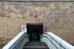 Ponte com rampa, piso antiderrapante e corrimão em duas alturas no acesso à Bienal de Veneza<br />Foto Larissa Scarano, 2018