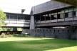 Interior do edifício, pátio interno. Edifício Cepal, Santiago do Chile. Arquiteto Emilio Duhart.<br />foto Paulo Bruna
