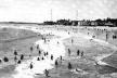 Praia de Iracema, por volta de 1940, quando se difundiam os banhos de mar em Fortaleza  [Arquivo Nirez]