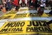Faixas de protesto no chão em rua lateral ao Sindicato de Metalúrgicos do ABC, São Bernardo do Campo<br />Foto Abilio Guerra