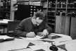Walter Benjamin lendo na Biblioteca Nacional de Paris, 1933<br />Foto Gisèle Freund