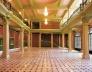 Vista do foyer restaurado. Destaque-se a presença dos lustres restaurados de cristal belga, o esquema cromático e a paginação do piso de mármore de Carrara italiano<br />Foto Racional Engenharia
