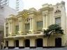 Vista da fachada restaurada, já como Teatro Abril, com iluminação artificial<br />Foto Haroldo Gallo