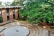 Teatro de Arena e Ateliês, à esquerda. Escola de Artes e Arquitetura da PUC-Go<br />Foto Roberto Cintra