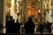 Altar da Igreja de São Bento, com monges<br />Foto Eliane Lordello