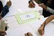 Crianças desenvolvendo seus trabalhos<br />Foto Lana Guimarães