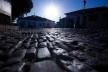 Aspecto do conjunto urbano edificado, com passeio em capistranas de quartzito e pavimentação em filetado de granito<br />Foto Fabio Lima