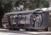 """""""Estação-tubo"""", ponto de ônibus urbano, Curitiba<br />Foto Paul Meurs  [MEURS, Paul; AGRICOLA, Esther (org). Brazilië: laboratorium van architectuur en stedenbouw]"""