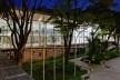 Centro de capacitação dos profissionais da educação Dra. Zilda Arns. Vista Noturna. Carolina Penna Arquitetura e Urbanismo, 2008 – 2011. São Caetano do Sul, SP - Brasil<br />foto Nelson Kon