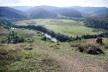 Área rural do município, com a paisagem caracterizada por mares de morros da região. Destaque para o curso do rio Paraibuna, pastagens e remanescentes de floresta de Mata Atlântica<br />Foto Fábio Lima