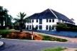 Colégio das Irmãs em Cruzeiro do Sul, com arquitetura de influência construtiva alemã  [Tomada da autora em 2001]