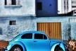 """Fusca azul calcinha, série fotográfica """"Os fuscas ofuscam""""<br />Foto Fernando Mascaro"""