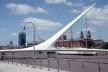 Ponte em Puerto Madero, Buenos Aires. Arquiteto Santiago Calatrava<br />Foto Roberto Segre