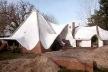 Casa com terra, Argentina. Arquiteto Claudio Caveri<br />Foto Roberto Segre