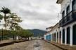 Flip 2011, rua e casario no centro histórico, Paraty<br />Foto Nelson Kon