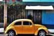 """Fusca amarelo, série fotográfica """"Os fuscas ofuscam""""<br />Foto Fernando Mascaro"""