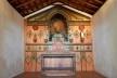 Capela de São João Batista, retábulo principal de tipo híbrido, de 1914, extinto Arraial do Ferreiro, Goiás Velho GO, 2014<br />Foto Elio Moroni Filho