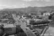 Fotografia dos anos de 1930 tendo em segundo plano o Pico Belo Horizonte na Serra do Curral [Bonfioli, Coleção José Góes, APM, 1930]