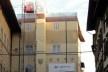 Edifício em recuperação isolado por telas com impressões, Piazza della Repubblica, Florença<br />Foto Petterson Dantas