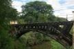 Ponte de madeira sobre riacho na Fazenda Ipanema em Iperó SP<br />Foto Bianca Siqueira Martins Domingos