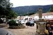 Vista do Largo das Forras onde se observa, ao fundo e acima, a Serra São José e, à direita, o Pelourinho [acervo do autor]
