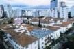 """Vista geral do conjunto [""""Ilha de Sossego"""". Veja São Paulo. São Paulo, 20 nov. 2004]"""