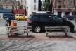 Bancos na Sexta Avenida, Greenwich Village, Manhattan<br />Foto Tdorante10  [Wikimedia Commons]