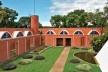 Residência dos Padres Claretianos, Batatais SP Brasil, 1984. Arquitetos Affonso Risi e José Mario Nogueira<br />Foto divulgação