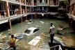 Destruição causada pelo Tsunami em hotel na Tailândia [http://www.tsunamis.com]