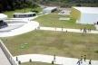 Vista geral desde o mirante. À esquerda vê-se o anfiteatro, a lanchonete e o bloco de serviços. À direita o auditório<br />Foto Aristóteles Cordeiro e Mariama Ireland